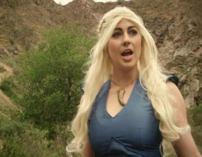 """Los personajes protagonistas de 'Juego de tronos' versionan """"Let It Go"""" de la película """"Frozen"""" en una parodia"""