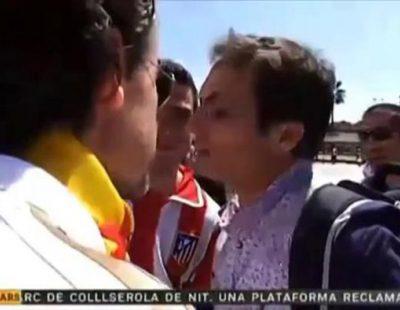 Aficionados del Real Madrid interrumpen el trabajo e increpan al periodista Victor Patsi de TV3