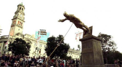 Derriban una estatua de Joffrey Baratheon ('Juego de Tronos') en Nueva Zelanda