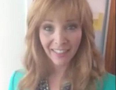 Lisa Kudrow se mete de nuevo en la piel de Valerie Cherish para saludar a los seguidores de 'The Comeback' en Twitter