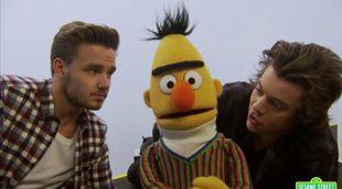 Liam Payne y Harry Styles (One Direction) cantan el abecedario junto a Blas en 'Barrio Sésamo'