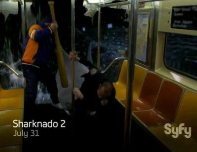 """Avance de """"Sharknado 2"""": los tiburones atacan el metro de Nueva York"""