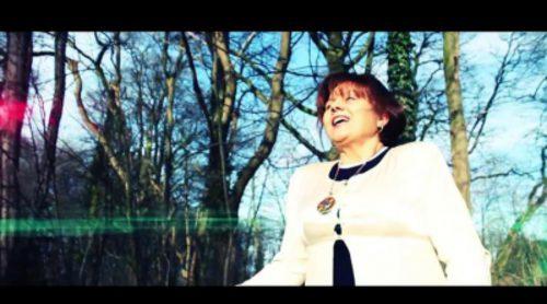 """Versión disco de """"Dancing in the Rain"""" por Amalia Valero"""