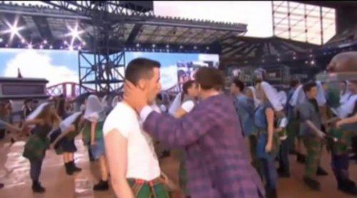 El beso gay de John Barrowman en la inauguración de los juegos de la Commonwealth 2014