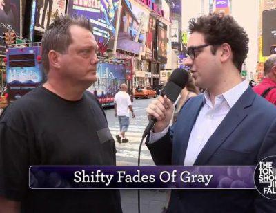 """Jimmy Fallon bromea con la gente pronunciando mal """"50 sombras de Grey"""""""