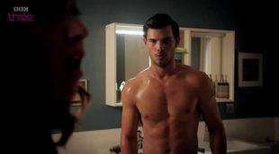 Taylor Lautner desnudo en el avance de la segunda temporada de 'Cuckoo'
