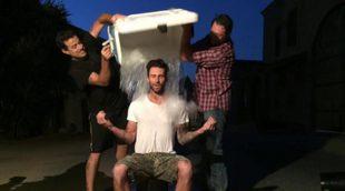 Adam Levine, Blake Shelton y Carson Daly cumplen el reto del cubo de agua helada