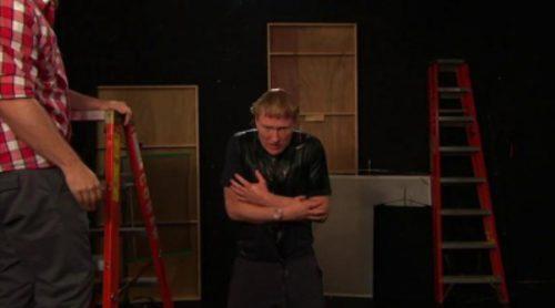 Conan O'Brien realiza el reto del cubo de agua helada