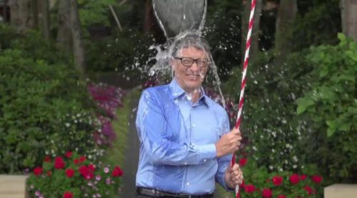 Bill Gates cumple el reto del cubo de agua helada