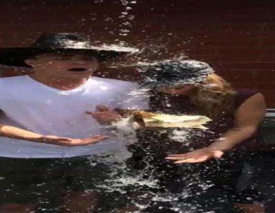 Colton Haynes y Emily Bett Rickards cumplen el reto del cubo de agua helada
