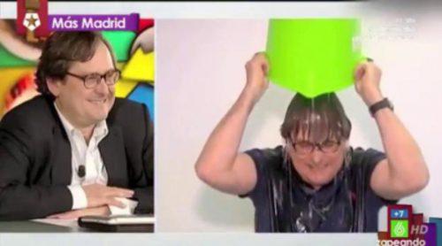 Paco Marhuenda realiza el 'Ice Bucket Challenge'