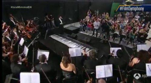 La Film Symphony Orchestra interpreta el tema de 'Juego de tronos', dirigida por una emocionada Nerea Barros