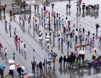 Espectacular flashmob en el centro de Skopie para pedir matrimonio a su pareja