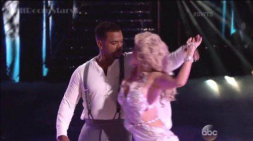 Alfonso Ribeiro baila a ritmo de Ella Henderson y anuncia el embarazo de su mujer en directo