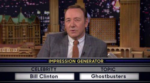 """Kevin Spacey canta la BSO de """"Cazafantasmas"""" imitando a Bill Clinton en el programa de Jimmy Fallon"""