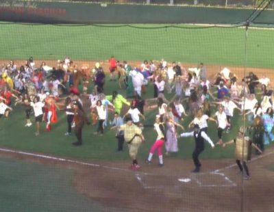 """Espectacular flashmob de """"Thriller"""" para Halloween 2014"""