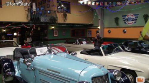 José Vicente Díez nos enseña su taller de 'House of cars', un auténtico museo para los aficionados del motor