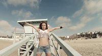 """Verónica Romero presenta """"Worth the Wait"""", videoclip dirigido por ella misma en Manhattan Beach"""