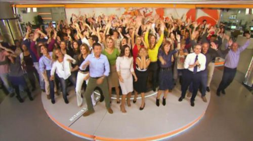 """El equipo al completo de 'Antena 3 Noticias' y 'Espejo público' protagoniza un divertido flashmob bajo el claim: """"Revolución"""""""