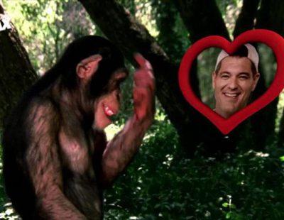Un mono se enamora de Frank Cuesta en otra de las promos de la nueva temporada de 'Wild Frank'