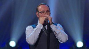 """Kevin Spacey toca la armónica y canta """"Piano Man"""" junto a Billy Joel"""
