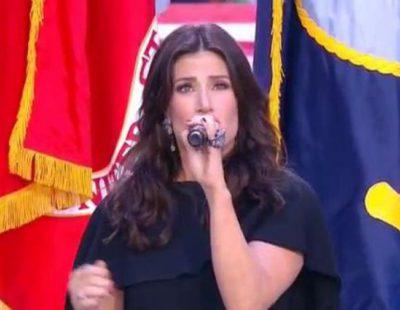 Idina Menzel cantó el himno nacional en la Super Bowl 2015