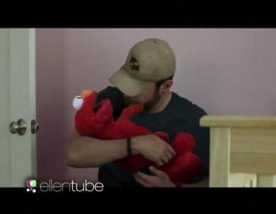 """Ellen cambia al bebé fake de Bradley Cooper en """"El Francotirador"""" por Elmo"""