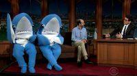 Tras su actuación en la Super Bowl 2015, John Mayer entrevista a los tiburones de Katy Perry en 'The Late Late Show'