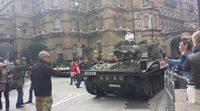 Un tanque estaciona en la BBC pidiendo la readmisión del presentador de 'Top Gear'