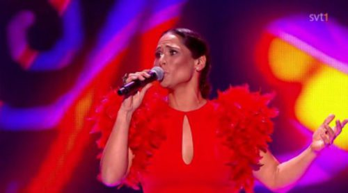 "Rosa López interpreta ""La, la la"", ""Vivo cantando"", ""Eres tú"" y ""Europe's living a celebration"" en Eurovision's Greatest Hits"