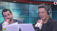 Alejandro Sanz deja por un instante 'La Voz' para dirigir los informativos con Dani Mateo