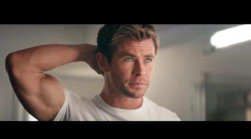 Chris Hemsworth bromea sobre el tamaño de su pene en 'SNL'