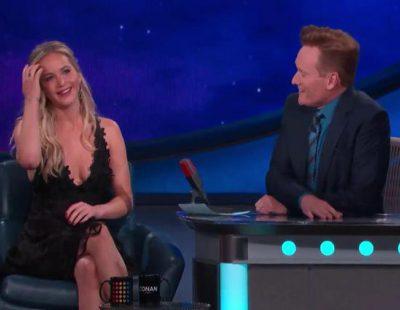 """Jennifer Lawrence canta """"Believe"""" de Cher en 'Conan'"""