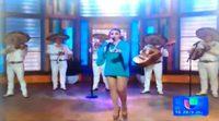 El bochornoso incidente de una cantante mexicana que pierde una compresa en directo en televisión