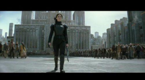 Jennifer Lawrence intenta matar a Jon Nieve en un mashup entre 'Juego de Tronos' y 'Los Juegos del Hambre' hecho por un fan
