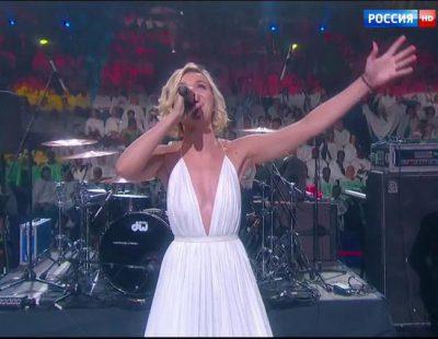 """Polina Gagarina canta su """"Million Voices"""" en el Campeonato Mundial de Natación en Kazán"""