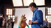 Peggy suspira por Nathan Fillion ('Castle') en una promo de 'The Muppets'