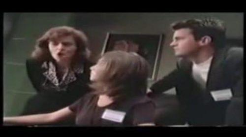 Cuando Matthew Perry y Jennifer Aniston enseñaban a usar Windows 95