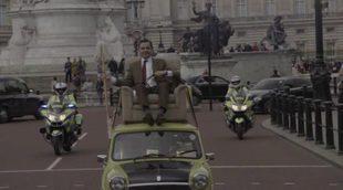 Mr. Bean conmemora el 25º aniversario de la serie recreando el mítico recorrido a Buckingham Palace
