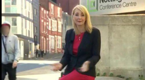 Una reportera es insultada por un viandante mientras grababa un reportaje sobre el acoso sexual