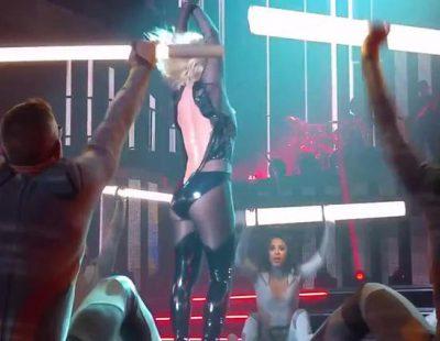 La cremallera de Britney Spears le juega una mala pasada en el escenario
