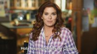Debra Messing invita a los espectadores a seguir 'The Mysteries of Laura' en Cosmo