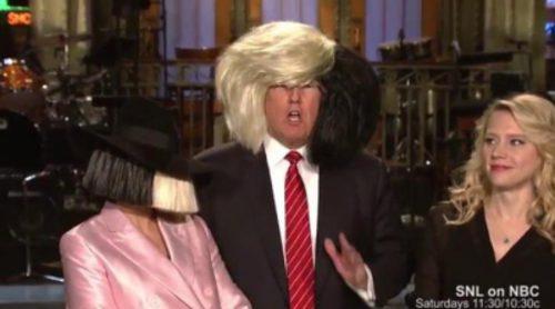 Donald Trump y Sia comparten peluca para promocionar su aparición en 'Saturday Night Live'