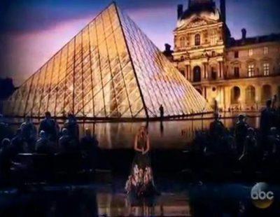 Homenaje de Celine Dion a las víctimas de los atentados de París en los AMAs
