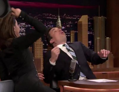 """Eva Longoria y Jimmy Fallon enseñan, """"a tortazo limpio"""", cómo llegar a ser un buen actor de telenovela"""